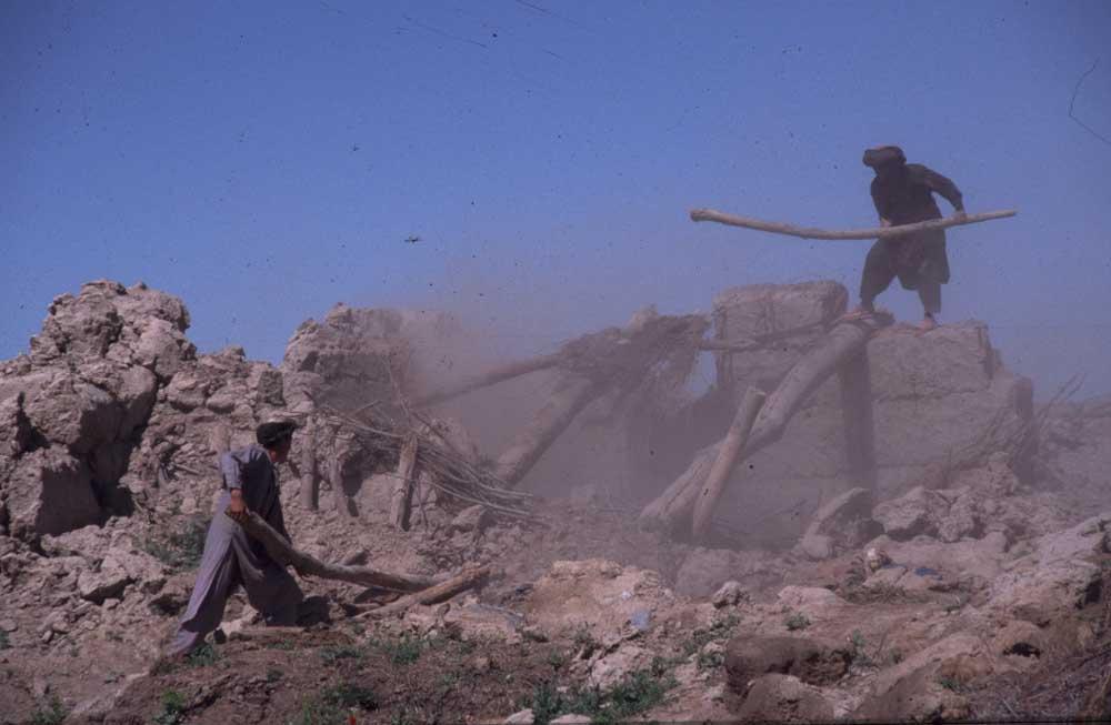 פינוי הריסות רעידת האדמה בבדחשן אפגניסטאן